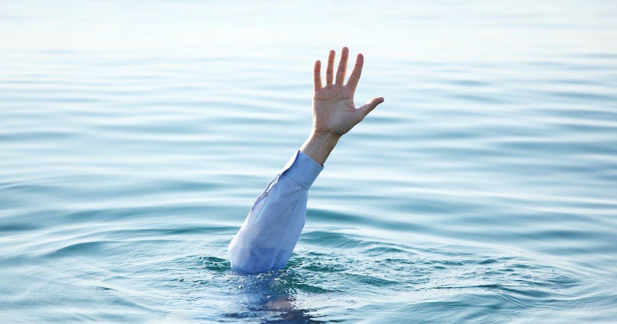 картинки где человек в воде ход делится