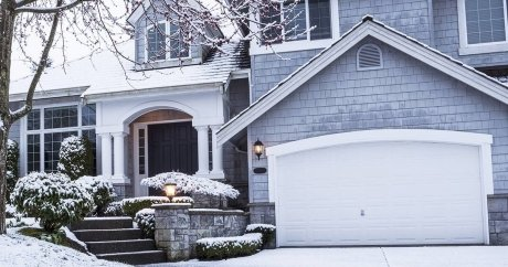 House hunting in January can save you up to $60,000 in Toronto, says real estate firm